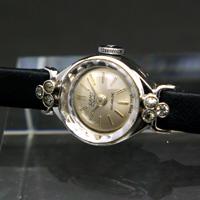 キャミー レディースアンティークウオッチ シルバーダイアル 銀色で華奢なケース 宝飾腕時計 箱付き
