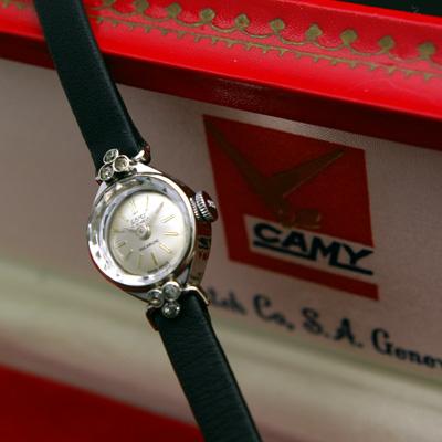 キャミー レディースアンティークウオッチ シルバーダイアル 銀色で華奢なケース 宝飾腕時計 箱付き 03